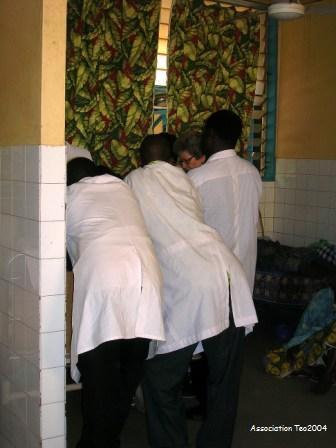 Examen clinique en présence des étudiants en médecine