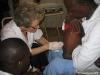 Ponction lombaire réalisée chez un enfant pour lequel on suspecte une méningite